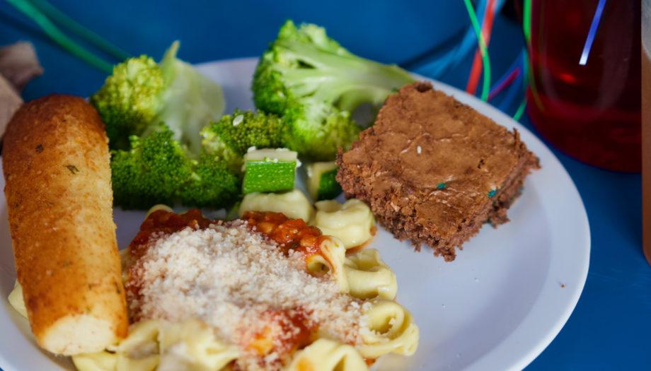 pasta, broccoli, and garlic bread for lunch